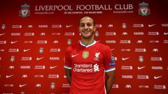 Indosport - Gelandang anyar Liverpool, Thiago Alcantara dinyatakan positif Covid-19.