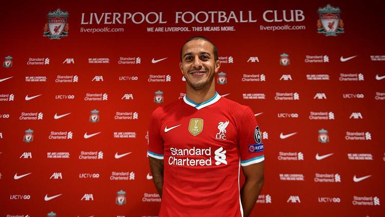 Gelandang Thiago Alcantara diperkenalkan sebagai pemain baru Liverpool. Copyright: Liverpool FC