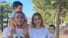 Indosport - Kesan Pertama Istri Cantik Thiago Alcantara Saat Tinggal Di Liverpool