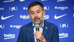 Indosport - Mantan Presiden Barcelona, Josep Maria Bartomeu ditangkap kepolisian atas kasus 'Barcagate'.