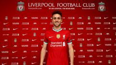 Indosport - Liverpool akhirnya meresmikan kedatangan Diogo Jota dari Wolverhampton Wanderers. Sayap asal Portugal itu diikat kontrak jangka panjang di Anfield.