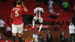 Indosport - Manchester United menegaskan tidak akan membeli bek tengah anyar, meski lini pertahanan mereka jadi sorotan usai kalah 1-3 dari Crystal Palace di Liga Inggris.