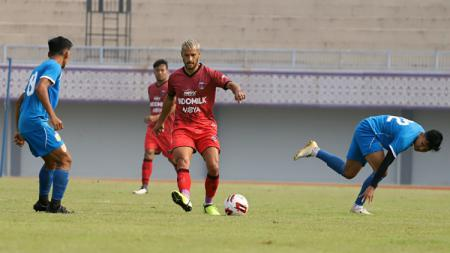 Laga uji coba Persita vs Bhayangkara FC Sabtu (19/09/20) di Stadion Sport Centre, Tangerang. - INDOSPORT