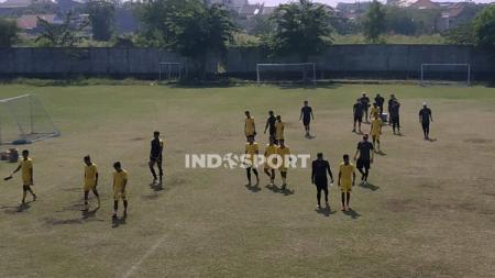 Pemain Persebaya latihan di Stadion Karangan, Wiyung, Surabaya. - INDOSPORT
