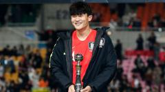 Indosport - Kim Min-jae, pemain Korea Selatan yang diminta oleh Son Heung-min untuk didatangkan ke Tottenham.