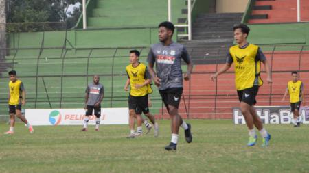 Pemain PSMS Medan saat menggelar latihan di Stadion Teladan. - INDOSPORT