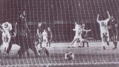Indosport - Pemandangan pertandingan Inter-Cities Fairs Cup Trophy Play-Off antara Barceloba vs Leeds United, 22 September 1971.