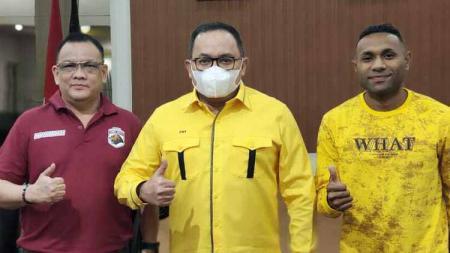 Bupati Musi Banyuasin (Muba), Dodi Reza Alex Noerdin (tengah) menyambangi Menpora RI Zainudin Amali, di Ruang Kerja, Lantai 10, Kemenpora RI, Jakarta. - INDOSPORT