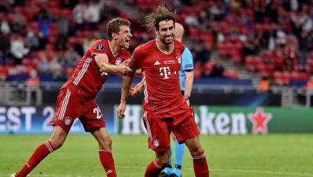 Javi Martinez berselebrasi setelah mencetak gol kedua yang membawa Bayern Munchen unggul 2-1 atas Sevilla.