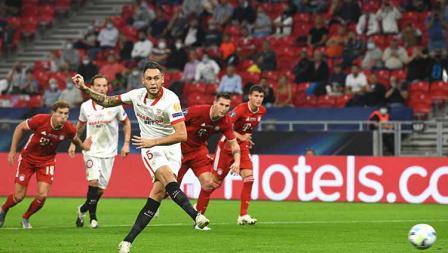 Lucas Ocampos mencetak gol yang pertama bagi SEvilla melalui tendangan pinalti.