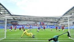 Indosport - Momentum David De Gea dibobol Neal Maupay lewat gol panenka di laga Brighton vs Manchester United