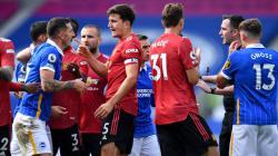 Chris Kavanagh mendapatkan protes dari pemain Brighton, namun dibela oleh pemain Manchester United