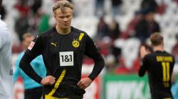 Erling Haaland tertunduk lesu usai Borussia Dortmund kalah dari Augsburg
