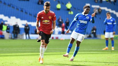 Bintang Manchester United, Bruno Fernandes, berselebrasi usai mencetak gol ke gawang Brighton - INDOSPORT