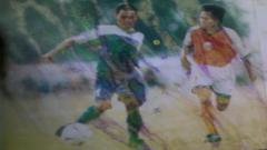 Indosport - Deden Suparhan, menjadi salah satu mantan pemain yang bisa merasakan bermain bersama sang kakak Budiman, pada musim kompetisi 2002 lalu di Persib Bandung.