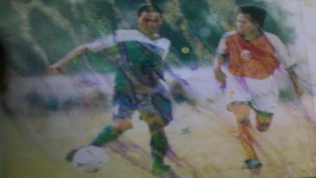 Deden Suparhan, menjadi salah satu mantan pemain yang bisa merasakan bermain bersama sang kakak Budiman, pada musim kompetisi 2002 lalu di Persib Bandung. - INDOSPORT
