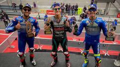 Indosport - Fabio Quartararo, Joan Mir dan Alex Rins rayakan kemenangannya di atas podium di MotoGP Moto Grand Prix de Catalunya, Minggu (27/09/2020).
