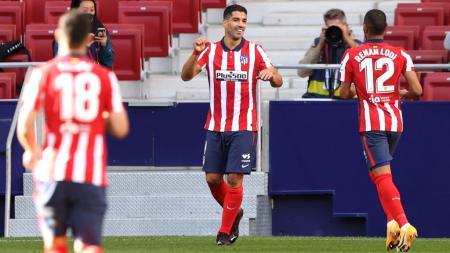 Atletico Madrid masih berharap Luis Suarez bisa tampil melawan Barcelona dalam lanjutan Liga Spanyol, Minggu (22/11/20), meski positif virus corona. - INDOSPORT
