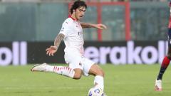 Indosport - Sandro Tonali di laga Crotone vs AC Milan