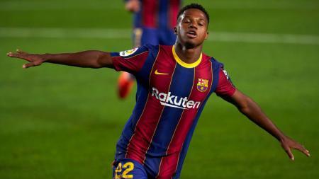 Ansu Fati berpotensi jadi penerus Lionel Messi di Barcelona. - INDOSPORT