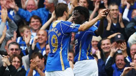 Selebrasi Benjani Mwaruwari usai mencetak gol dalam laga Liga Inggris antara Portsmouth vs Reading, 29 September 2007. - INDOSPORT