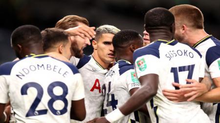 Skuat Tottenham Hotspur berselebrasi usai Erik Lamela mencetak gol - INDOSPORT