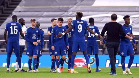 Skuat Chelsea tampak sedih usai gagal dalam adu penalti membuat mereka kalah atas Tottenham pada putaran keempat Piala Liga Inggris di Stadion Tottenham Hotspur, (29/09/2020).