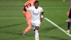 Indosport - Vinicius Junior berselebrasi usai mencetak gol dalam laga Real Madrid vs Real Valladolid