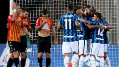 Indosport - Perayaan skuat Inter Milan usai mencetak gol ke gawang Benevento