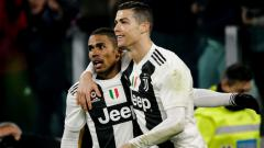 Indosport - Dua bintang Juventus, Douglas Costa dan Cristiano Ronaldo