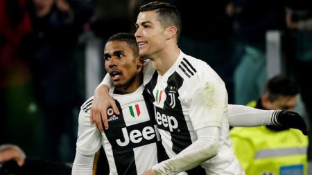 Tak bersinar di Juventus, Douglas Costa pulang kampung ke Brasil. - INDOSPORT