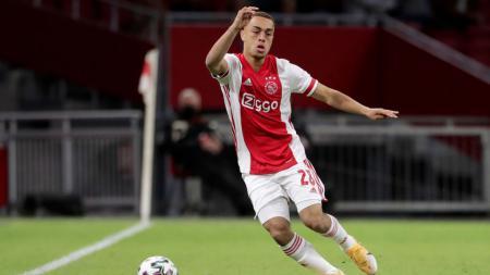 Sergino Dest, pemain sepakbola Ajax yang resmi bergabung ke Barcelona. - INDOSPORT