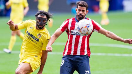 Raul Albiol (kiri) berduel dengan Diego Costa (kanan) di laga Villarreal vs Atletico Madrid. - INDOSPORT
