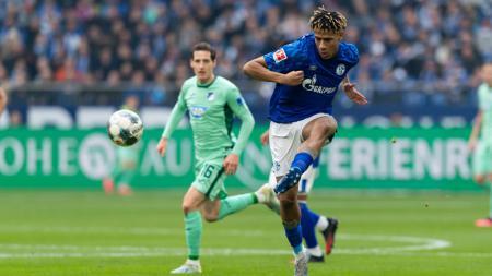 Jean-Clair Todibo, pemain Barcelona saat dipinjamkan ke Schalke 04 yang menjadi target AC Milan. - INDOSPORT
