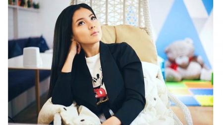 Penyanyi berparas cantik asal Kazakstan, Aidana Medenova. - INDOSPORT