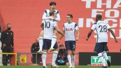 Indosport - Selebrasi Son Heung-Min merayakan gol kedua timnya pada laga Liga Inggris antara Manchester United vs Tottenham Hotspur, Minggu (04/10/20).