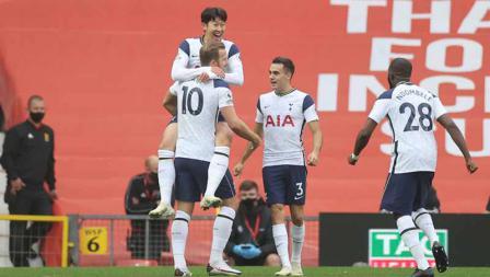 Selebrasi Son Heung-Min merayakan gol kedua timnya pada laga Liga Inggris antara Manchester United vs Tottenham Hotspur, Minggu (04/10/20).