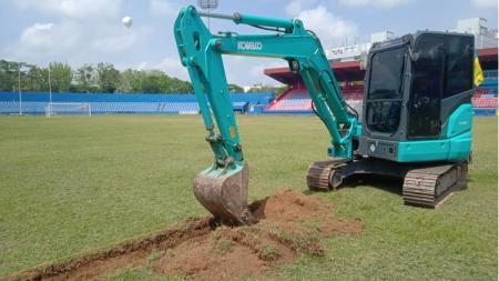 Stadion Bumi Sriwijaya direnovasi menjelang persiapan tuan rumah Piala Dunia U-20 2021. - INDOSPORT
