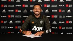 Indosport - Manchester United perkenalkan pemain baru, Alex Telles