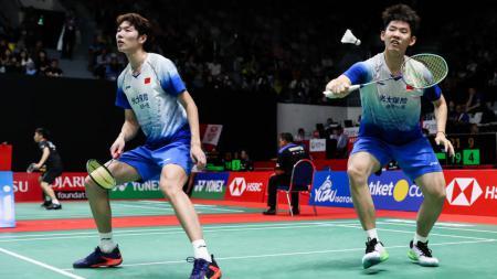 Media China soroti nasib pasangan ganda putra, Li Junhui/Liu Yuchen yang semakin merosot di ranking Federasi Bulutangkis Dunia (BWF) usai All England 2021. - INDOSPORT