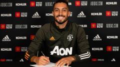 Indosport - Juventus dikabarkan ingin menyelamatkan karier bintang Manchester United, Alex Telles dengan memboyongnya ke Serie A Liga Italia dalam waktu dekat.