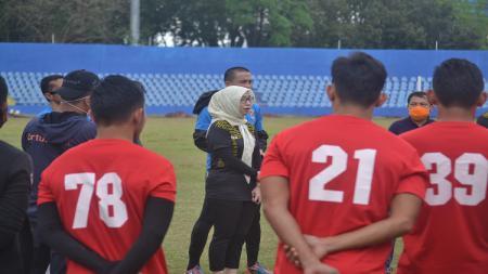 Setelah Liga 2 resmi ditunda PSSI karena belum mengantungi izin dari pihak keamanan, klub peserta termasuk Sriwijaya FC belum juga menerima kabar terbaru. - INDOSPORT