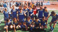 Indosport - Serie A Italia musim 1985 akan terus dikenang sebagai musim spesial karena di musim itu mereka berhasil meraih scudetto, seperti apa kehebatan Verona kala itu?