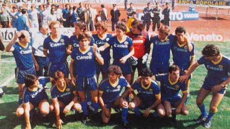 Serie A Italia musim 1985 akan terus dikenang sebagai musim spesial karena di musim itu mereka berhasil meraih scudetto, seperti apa kehebatan Verona kala itu? - INDOSPORT
