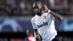 Indosport - Raksasa LaLiga Spanyol, Atletico Madrid, telah resmi mendatangkan mantan gelandang Inter Milan yang selama ini membela Valencia bernama Geoffrey Kondogbia.
