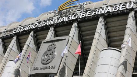 Santiago Bernabeu, kandang Real Madrid alami kebakaran usai kesialan gagal amankan LaLiga Spanyol dan pengusiran Zinedine Zidane. - INDOSPORT