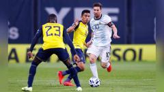 Indosport - Lionel Messi saat menguasai bola pada pertandingan antara Argentina dan Ekuador kualifikasi Piala Dunia FIFA 2022.