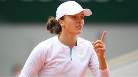 Petenis asal Polandia, Iga Swiatek berhasil meraih gelar juara turnamen Grand Slam Prancis Terbuka 2020 usai kalahkan Sofia Kenin. - INDOSPORT