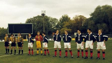 Pemandangan laga Kualifikasi Piala Dunia 1998 bertajuk