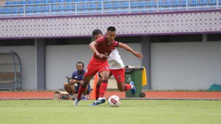 Bek kiri Persita Tangerang, Miftah Anwar Sani dilaporkan telah sepakat untuk bergabung dengan klub Liga Bosnia, FK Sloboda Tuzla. - INDOSPORT